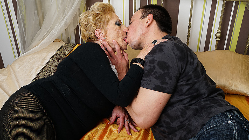 Horny grandma sucks her toyboy's cock and gets fucked hard from Mature nl