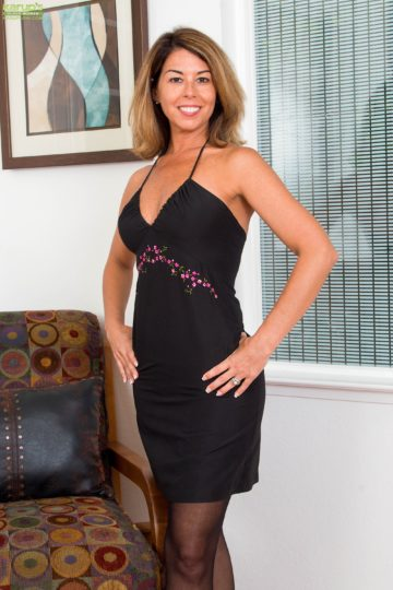Mature wife Niki May naked in stockings as she enjoys wine. from Karupsow