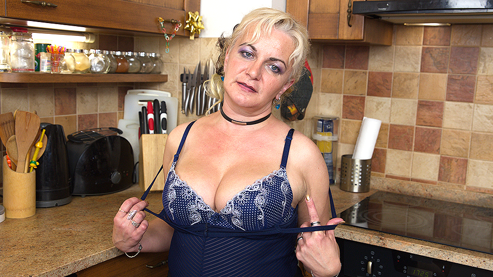 Naughty housewife playing in the kitchen from Mature nl