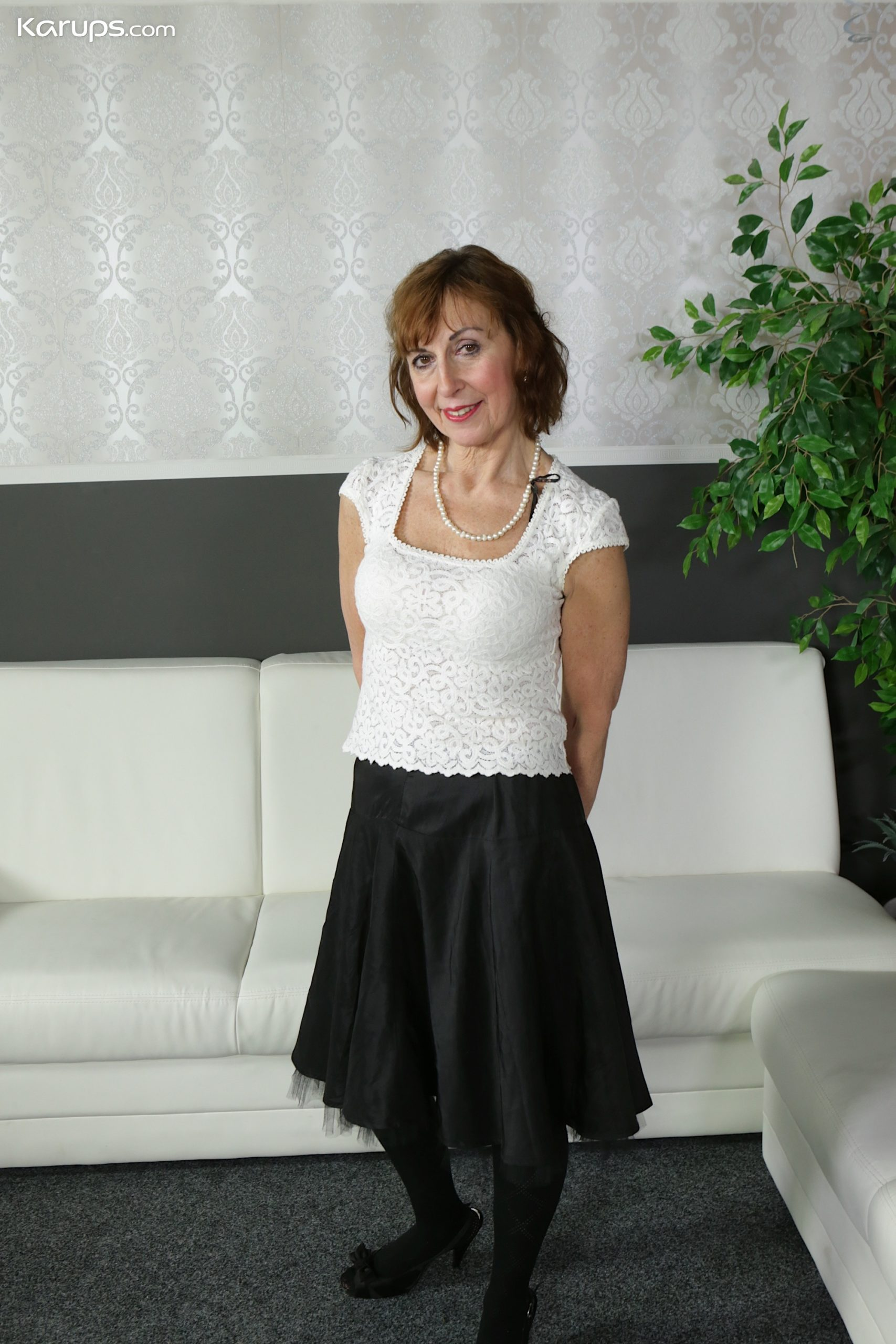 Older mature amateur Amy D naked in only black stockings. from Karupsow