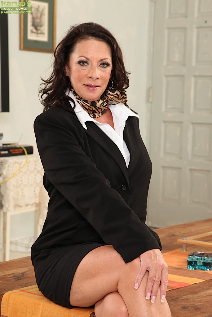 Older office babe Margo Sullivan toys pussy after work. from Karupsow