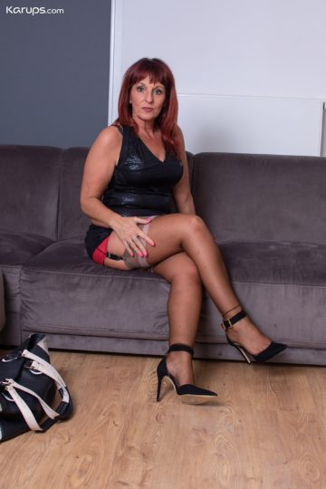 Thick mature babe Beau Diamonds toys her beautiful twat. from Karupsow